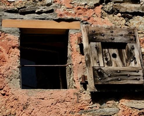 Neuer Fenstersturz am Rustico